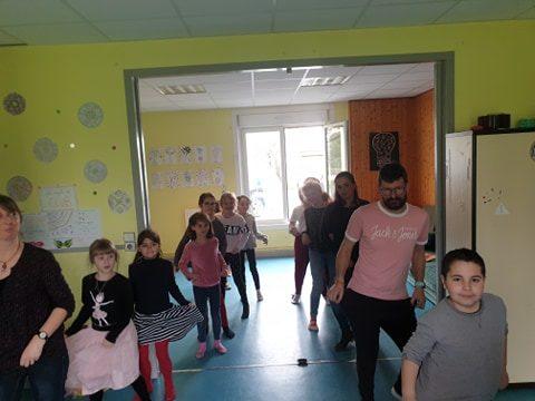 Et au club, Sébastien a travaillé son déhanché avec les enfants