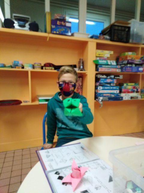 A l'accueil périscolaire de la Petite Couture avec la malle origami et jeux de construction